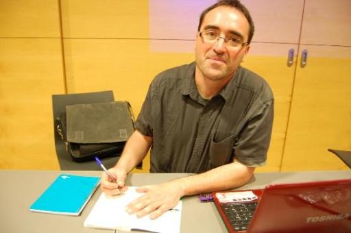 Jordi Marsal, signant el seu llibre