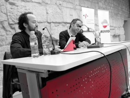 Esteve Giralt i Toni Clapés, durant la xerrada. Foto: Laura Casadevall
