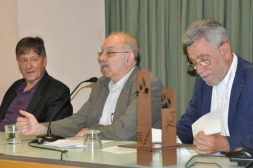 El premiat (a l'esquerra) acompanyat de Joan Badia i Gonçal Mazcuñán
