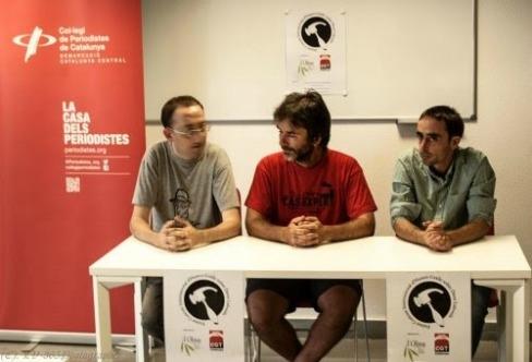 Presentació del Concurs d´Humor Gràfic en Drets Laborals a Manresa a càrrec d'Ermengol Gassiot (al centre), Francesc Sol (a la dreta) i Moisès Rial.
