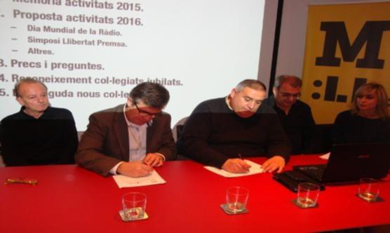 Josep Giralt i Rafa Gimena en el moment de la signatura del conveni.