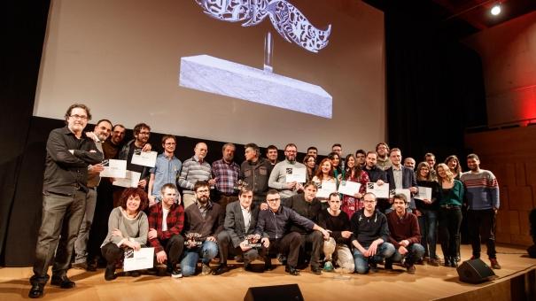 Foto de família dels guanyadors i els finalistes dels Premis Carles Rahola.