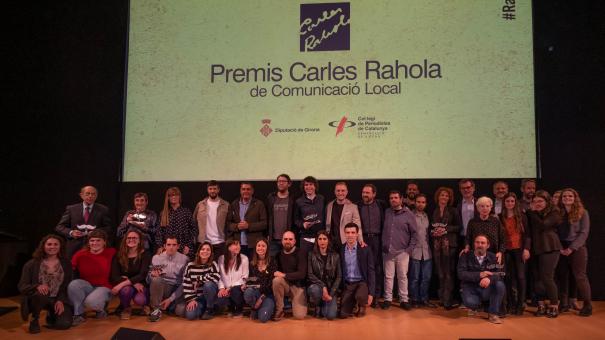 Foto de grup dels guanyadors i els finalistes dels X Premis Carles Rahola de Comunicació Local.