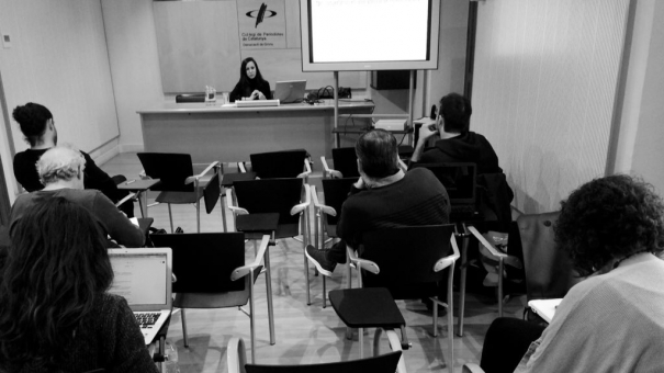 """El curs """"Com treballa un reporter freelance"""" a la seu de Girona."""