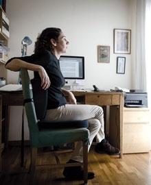 La freelance Eva Millet a casa seva (Foto: Sergio Ruiz)