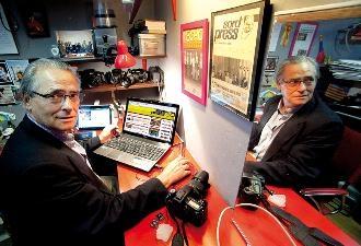 El periodista Guillem Carles al seu estudi.  Foto: Jordi Salinas