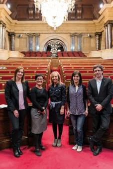 D'esquerra a dreta, Alicia Alegret (PP), Marta Ribas (ICV), Marisa Xandri (PP), Marta Vilalta (ERC) i Carles Puigdemont (CiU). Foto: Sergio Ruiz