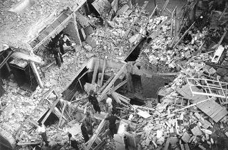 Efectes del bombardeig a la Barceloneta (Archivo General de la Administración). © Gabriela Torrents