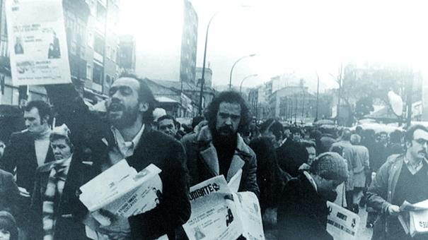 Venedors del diari il·legalitzat El Combate.