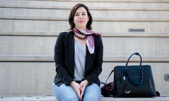 Alba Casanovas té 27 anys i treballa en el sector de la comunicació corporativa (Foto: José Luis Gómez Galarzo)