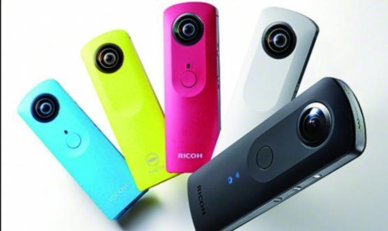 Diferents models de la Ricoh Theta, una càmera de baix cost que permet gravar en 360 graus.
