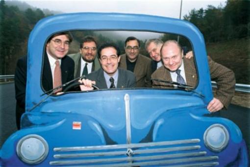 L'exalcalde de Manresa Jordi Valls (primer per l'esquerra) en una imatge de la mostra.  (S. Redó)
