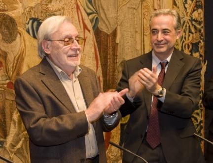 Narcís-Jordi Aragó, el dia que va rebre el premi Ofici de Periodista, al costat de l'aleshores Degà del CPC, Josep Carles Rius. (Foto: Sergio Ruiz))