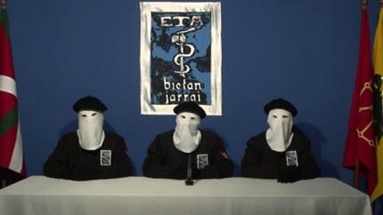 """ETA va anunciar el """"cessament definitiu"""" de la seva activitat armada en un vídeo publicat al web de Gara el 2011."""