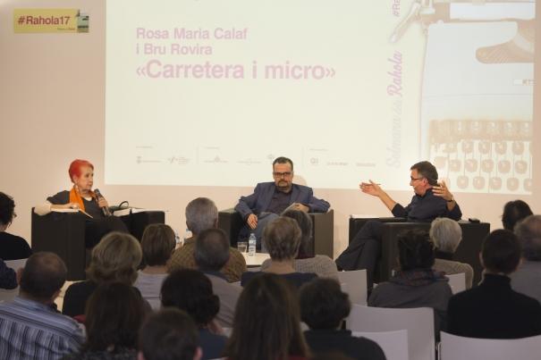 El diàleg entre els dos corresponsals va ser conduÏt pel periodista Albert Martín de Vidales i va tenir lloc a la biblioteca Carles Rahola de Girona