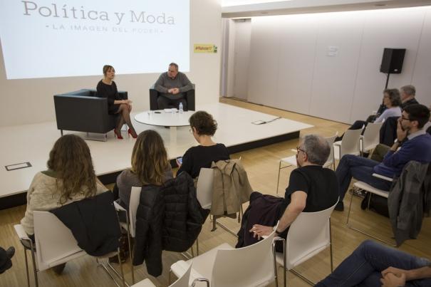 Patrycia Centeno va explicar a Jordi Grau i al públic què li agrada i què no de la imatge dels polítics