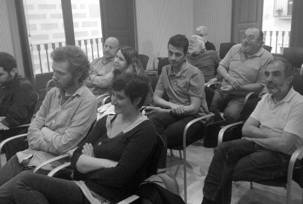 El públic, atent a les explicacions.