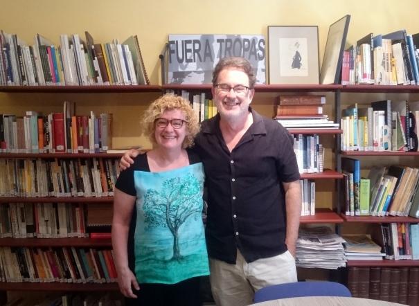 Neus Bonet i Joan Ventura, a la biblioteca de la seu de Girona del Col·legi.
