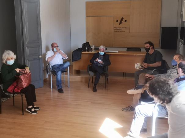 """La trobada """"Off the Record"""" amb Tomàs Alcoverro."""