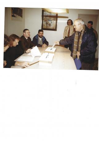 En Pere, votant en unes eleccions del Col·legi.