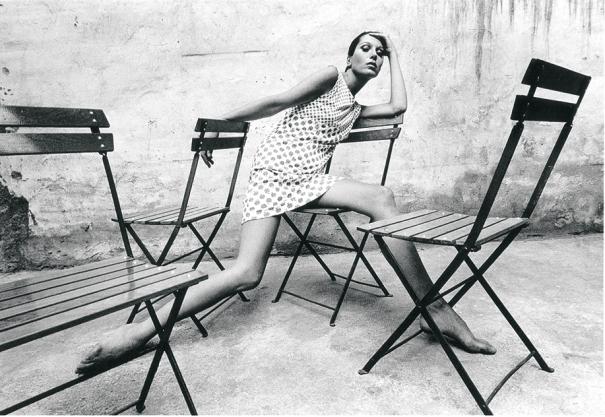 La model i dissenyadora Elsa Peretti al Tifanny's el 1966. Foto: Oriol Maspons