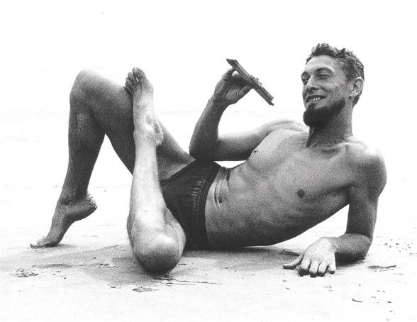 L'escriptor i editor Carlos Barral a  Calafell el 1960. Foto: Oriol Maspons
